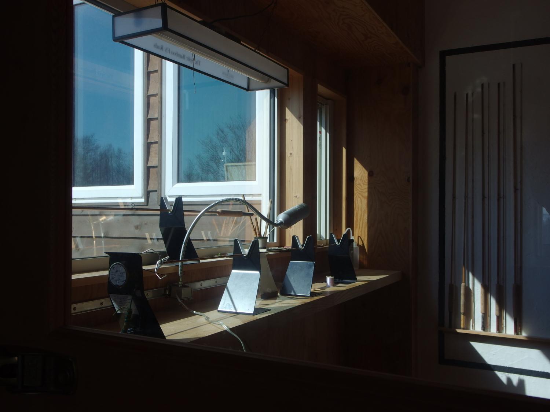 陽が昇るとコーティングルームにも暖かな光が差し込みます。
