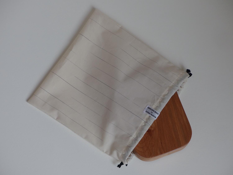 今回は1908年創業の伝統あるシャツ地メーカーLeggiuno の生地で巾着を作らせていただきました。